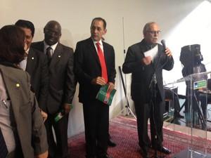 Ao centro, o deputado federal João Paulo Cunha (PT-SP) durante lançamento de livro, em Brasília (Foto: Nathalia Passarinho / G1)