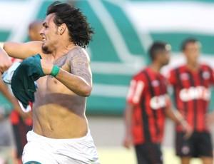 Ricardo Goulart comemora gol do Goiás contra o Atlético-Pr (Foto: André Costa / Agência Estado)