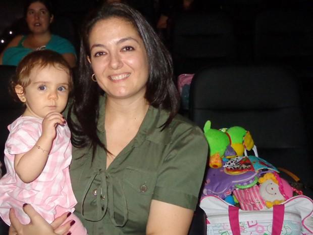 Stella vai ao cinema com a filha Júlia (Foto: Paula Menezes/G1)