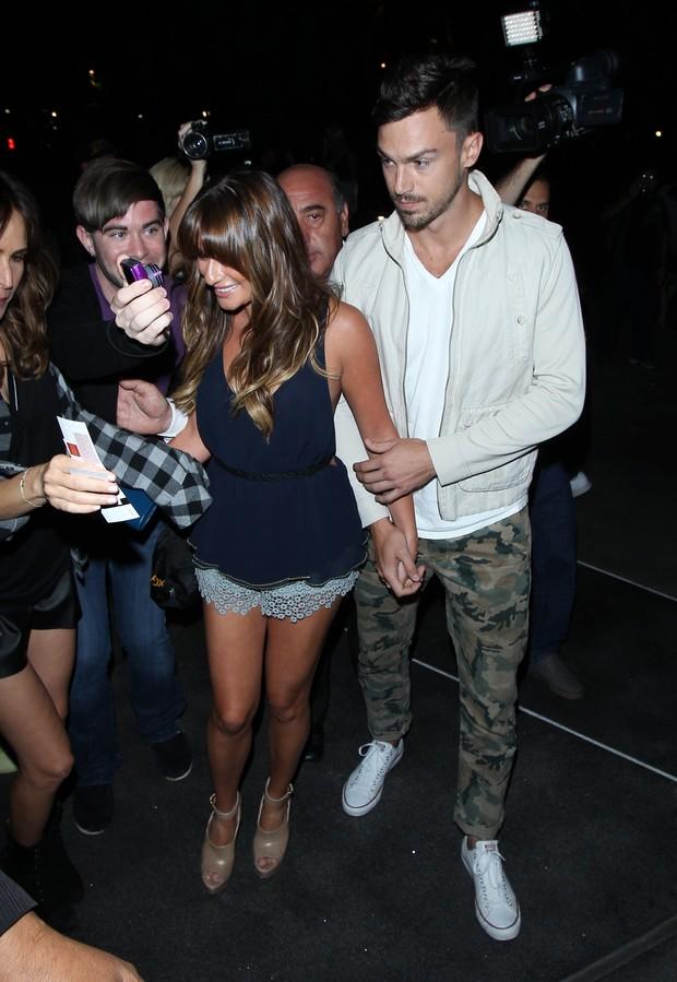 X17 - Lea Michele e o namorado, Matthew Paetz, em show em Los Angeles, nos Estados Unidos (Foto: X17online/ Agência)