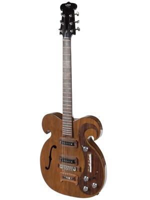 Guitarra elétrica tocada por John Lennon e George Harrison (Foto: REUTERS/Julien's Auctions/Handout)
