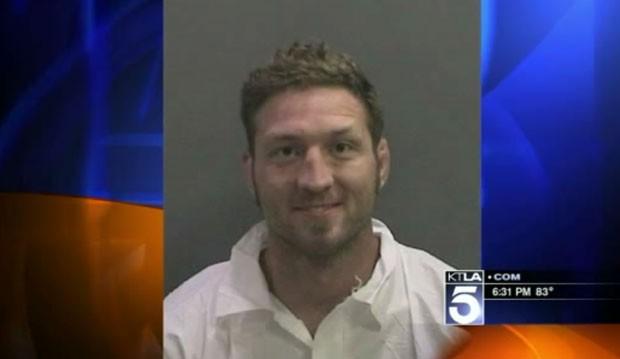 Jason Miller foi preso após ser encontrado nu em igreja. (Foto: Reprodução/KTLA)