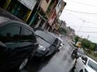 Motoristas fazem fila por desconto em posto de combustível de Salvador