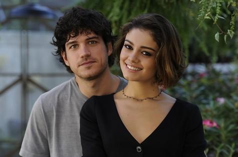 Bento (Marco Pigossi) e  Amora (Sophie Charlotte) (Foto: Globo/Estevam Avellar)