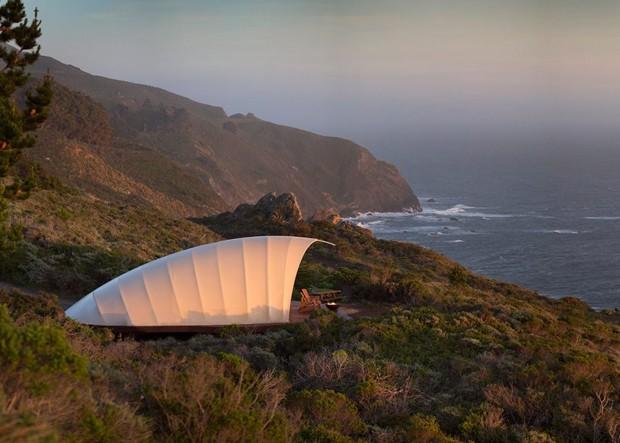 Designers criam camping de luxo montável até em penhascos (Foto: Reprodução)