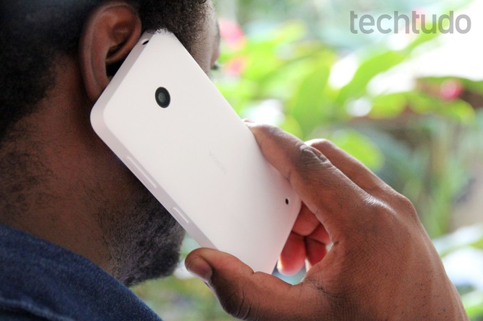 Traseira de plástico do Lumia 635 (Foto: Tainah Tavares/TechTudo)