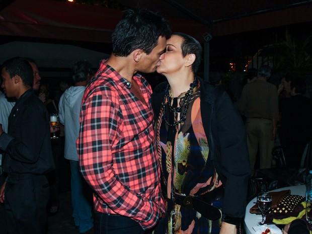 Betty Lago e o namorado, Clóvys Torres, em teatro em São Paulo (Foto: Manuela Scarpa/ Foto Rio News)