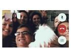Longe de casa, Bruna Marquezine faz videoconferência com a família