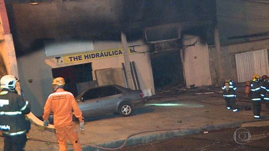 Incêndio atinge loja em Contagem, na Grande BH