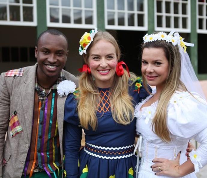 Angélica já foi madrinha de casamento junino entre Thiaguinho e Fê Souza (Foto: TV Globo)