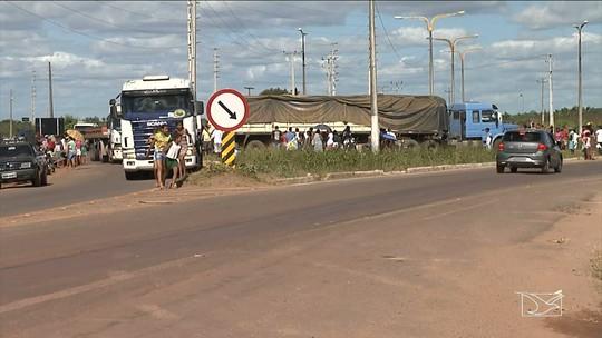 PM e PRF evitam roubo de carga após acidente com carreta no MA