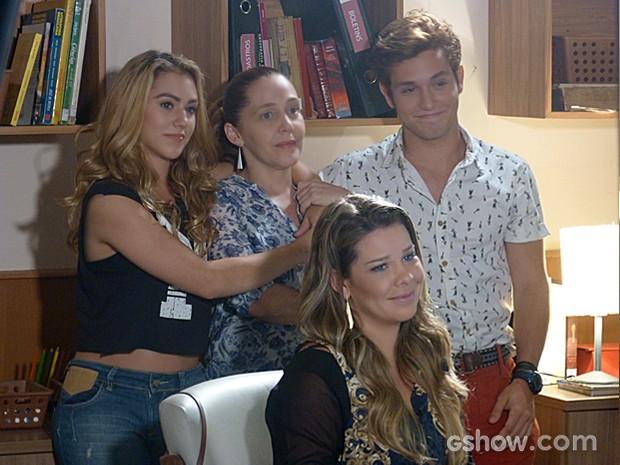 Meg, Vera, Serguei e Vera se unum para pagar mensalidades atrasadas (Foto: Malhação / TV Globo)