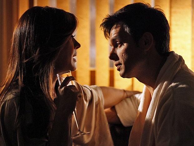 Salve Jorge – Lívia desconfia que Irina está sendo investigada e pode ser desmascarada