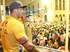 Ex-BBB Yuri curte carnaval em Recife