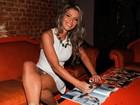 Fani lança ensaio nu em São Paulo e deixa calcinha à mostra