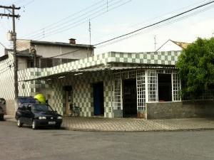 Dois homens morrem dentro da padaria em Taubaté (Foto: Cartlos Santos/G1)