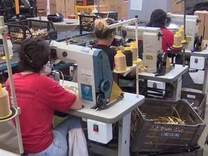 Fábrica de calçados em Nova Serrana (Foto: TV Integração/Reprodução)