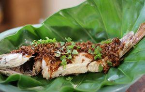 Peixe frito com molho tailandês