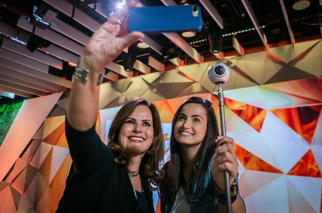 Renata Ceribelli e Mari Palma no 'Fantástico' (Foto: Raquel Cunha/ TV Globo)