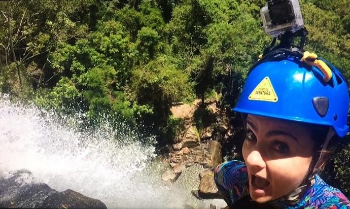 Michelly encarou trilhas e rapel por Tibagi (Foto: Divulgação/RPC)