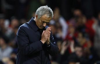 """Mourinho se desculpa e elogia torcida do United: """"Espírito é fenomenal aqui"""""""
