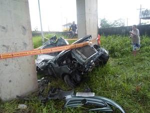 Acidente aconteceu na rodovia Padre Manoel da Nóbrega  (Foto: Tarcisio Sween/VC no G1)