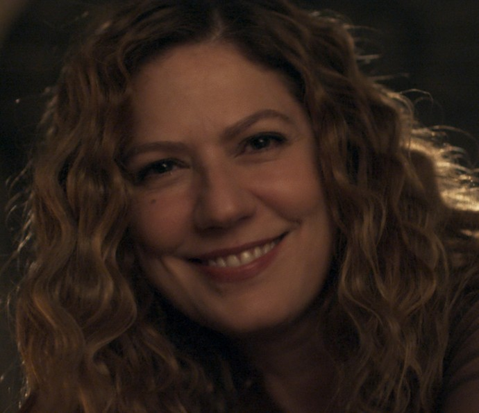 Isabel surge linda e sensual para seu amante (Foto: TV Globo)