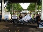 Mulheres de PMs impedem saída de militares de quartel em Castanhal