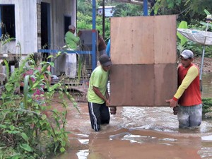 Enchente em Brasileia atingiu primeiro bairro e uma família foi encaminhada para casa de parentes (Foto: Divulgação/Defesa Civil de Brasileia)