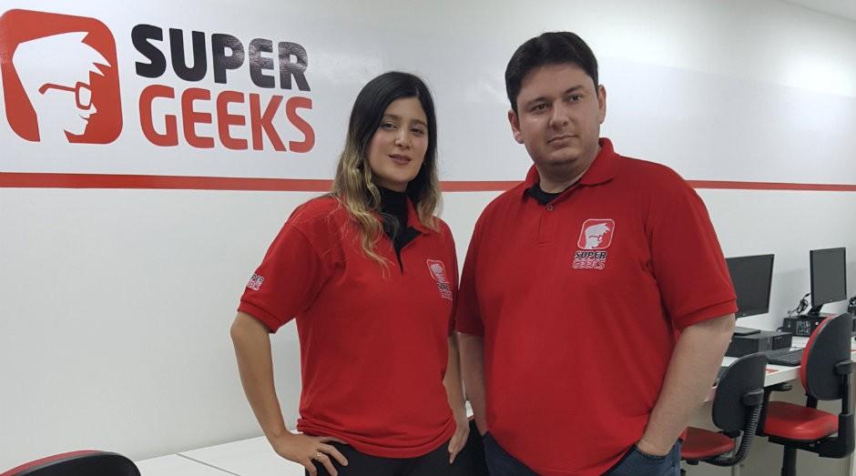 Vanessa Ban e Marco Giroto, fundadores da SuperGeeks (Foto: Divulgação)