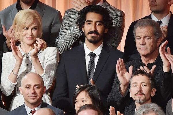 A atriz Nicole Kidman ao lado de Dev Patel e Mel Gibson (Foto: Getty Images)