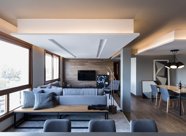 living-sala-de-estar-integrada-sofa-poltrona-projeto-bibiana-menegaz (Foto: Marcelo Donadussi/Divulgação)
