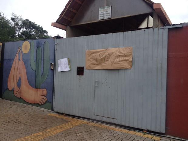 Nesta quinta-feira (13), estudantes ocuparam três colégio em Foz do Iguaçu, no oeste, entre eles o Colégio Estadual Três Fronteiras (Foto: Giovan Valiati / RPC)