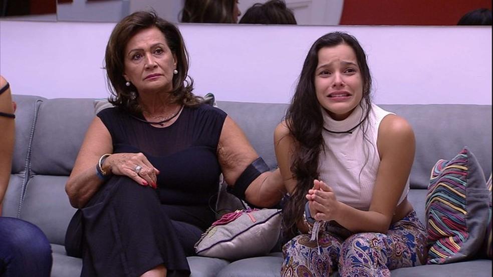 Emilly chora ao saber da eliminação de Marcos (Foto: Reprodução/TV Globo)