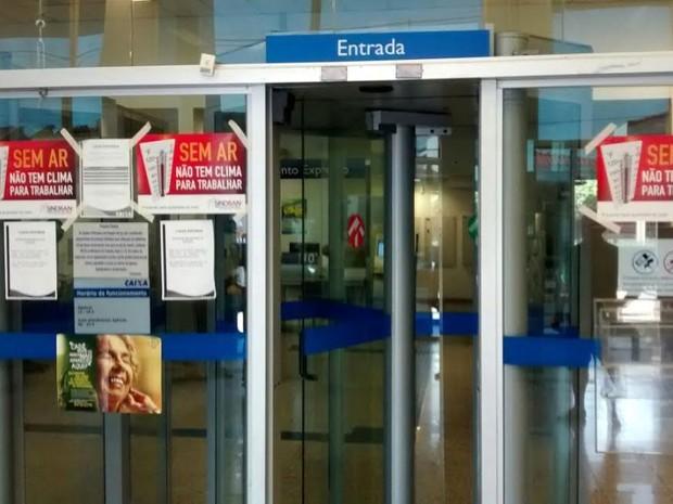 Agências bancárias da região são fechadas por falta de ar condicionado (Foto: Elison Godoy Ferreira)
