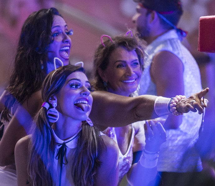 Marinalva, Ieda e Vivian se divertem (Foto: Artur Meninea/Gshow)