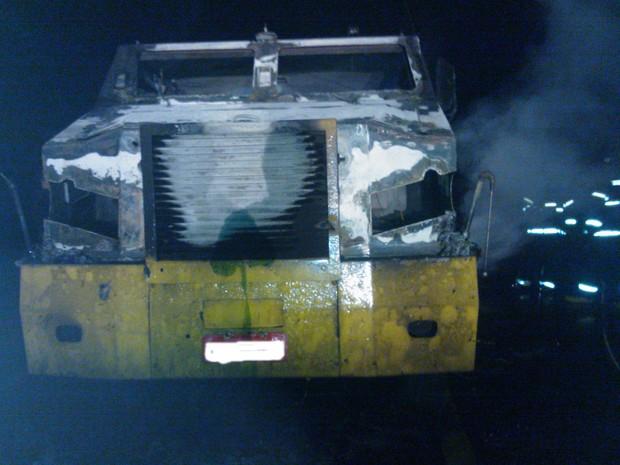 Carro-forte é incendiado por assaltantes na BR-407 (Foto: Divulgação Polícia Militar)