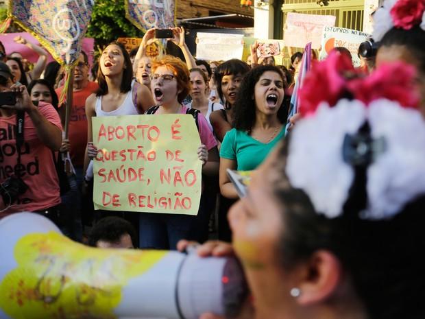 Mulheres realizam protesto contra o projeto de lei 5069 na Avenida Paulista nesta sexta-feira  (Foto: Nelson Antoine/Framephoto/Estadão Conteúdo)