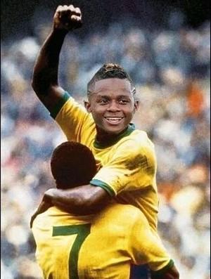 Montagem na internet compara Cazares com Pelé (Foto: Reprodução / Internet)