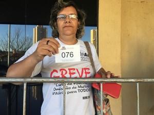 Foram entregues senhas para entrar na câmara (Foto: Gabriela Pavão/ G1 MS)