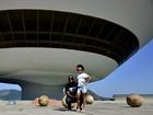 Rafael Zulu e a filha, Luiza, posam para o EGO em Niterói, no Rio de Janeiro