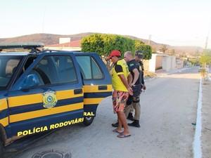 Foragido da Justiça de SP é preso no Sertão de Alagoas (Foto: Divulgação/PRF)