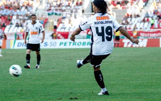 Ronaldinho Gaucho, Atlético-mg e Fluminense (Foto: Rudy Trindade / Agência Estado)