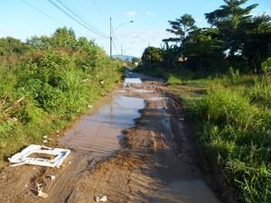 Leitor reclama de falta de saneamento básico em Santa Cruz, na Zona Oeste do Rio (Foto: Edimarcus Medeiros/VC no G1)