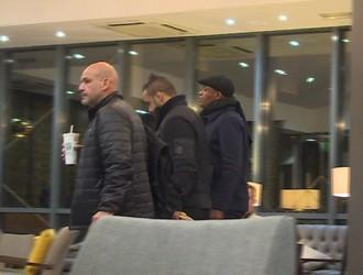 Anderson Silva chega a hotel após sair do hospital (Foto: Ivan Raupp)