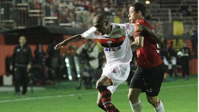 Atlético-GO derrota o Brasil de Pelotas (Foto: Carlos Insaurriaga / Grêmio Esportivo Brasil)