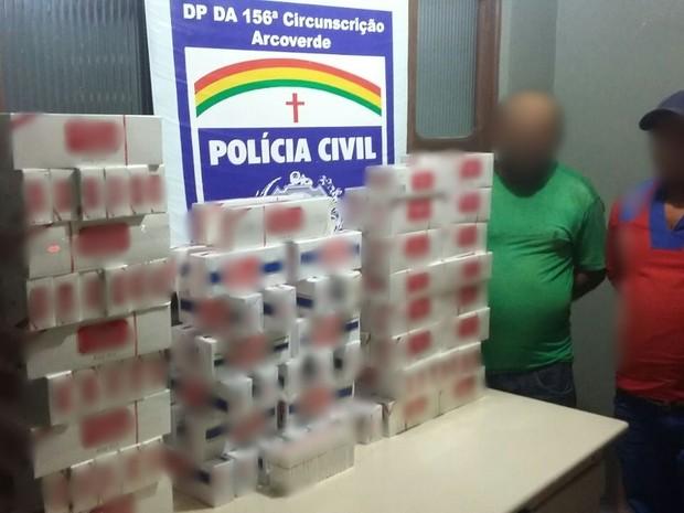 Cigarros foram apreendidos pela Polícia Civil em Buíque (Foto: Divulgação/Polícia Civil)