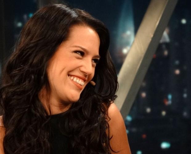 Natália fica envergonhada com perguntas de Jô Soares sobre sua tatuagem de escorpião (Foto: TV Globo/Programa do Jô)