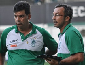 Claudio Prates ao lado de Moacir Júnior (Foto: Divulgação / América-MG)