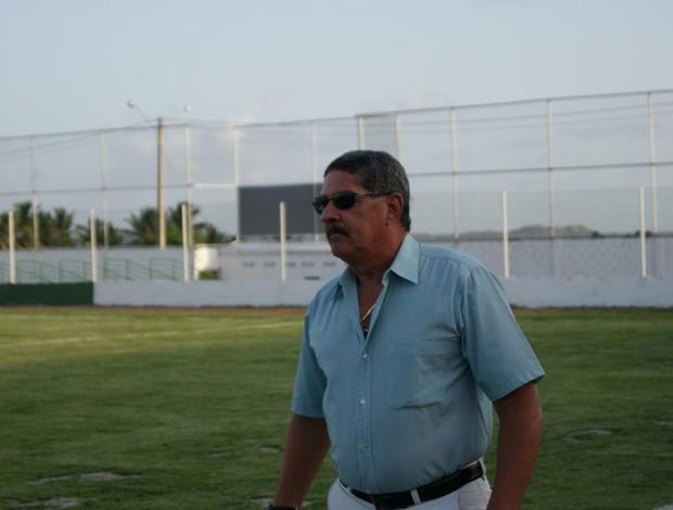 Pedrinho Albuquerque, técnico do Alecrim, durante jogo deste sábado (Foto: Augusto Gomes)